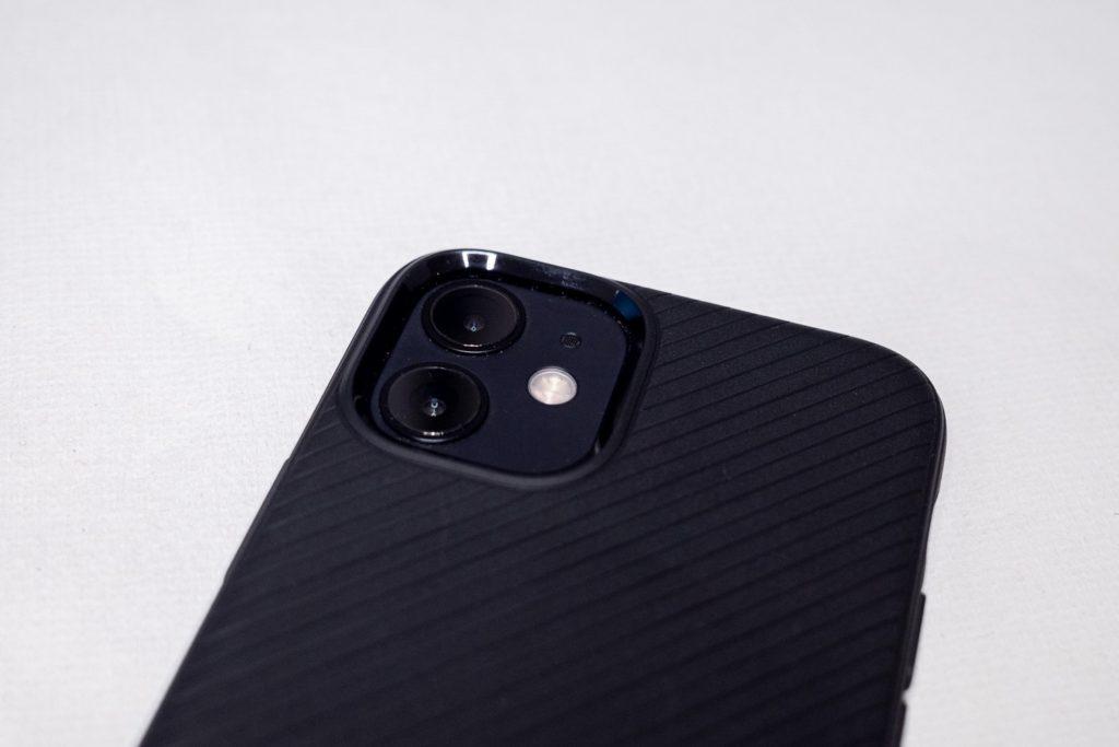 Spigen MAG ARMOR(iPhone12 mini用)カメラ回り